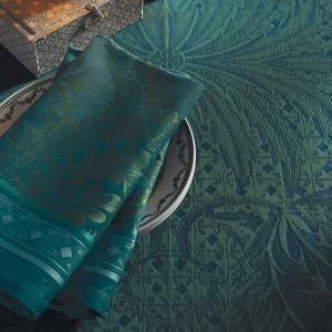 Скатерть 175х255 см, 100% хлопок c отталкивающим эффектом, цвет изумрудный, декор Emeraude, серия Isaphire, GARNIER-THIEBAUT, Франция, арт. 1199, фото 2
